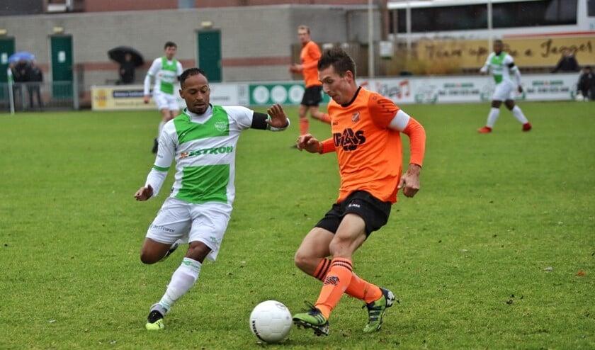 Spijkenisse speelde een prima partij tegen Volendam, maar de koploper won op sportpark Jaap Riedijk toch met 1-3.