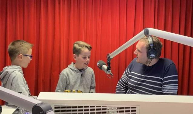Leerlingen van de Bernadetteschool waren onlangs bij WOS Radio te gast om hun onderzoek naar wonen op Mars te pitchen.