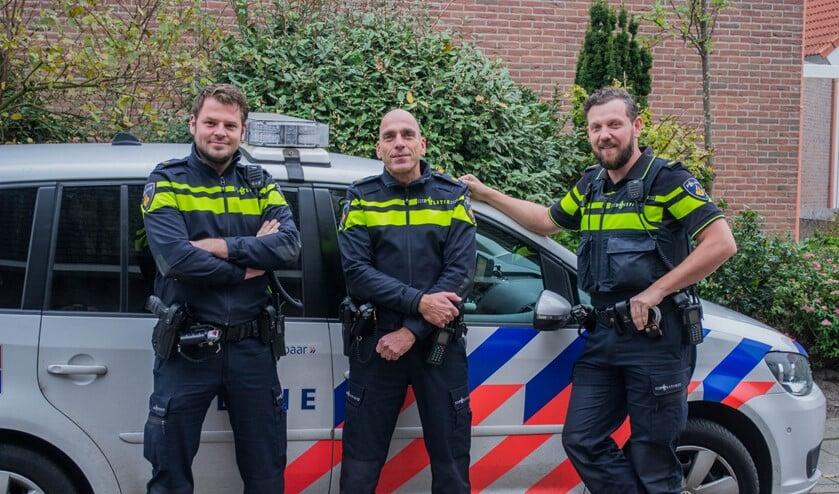 De drie nieuwe wijkagenten (v.l.n.r.) Jaco Wilstra, Erwin van Trigt en Arjan Aarnoudse.  Foto: Sam Fish