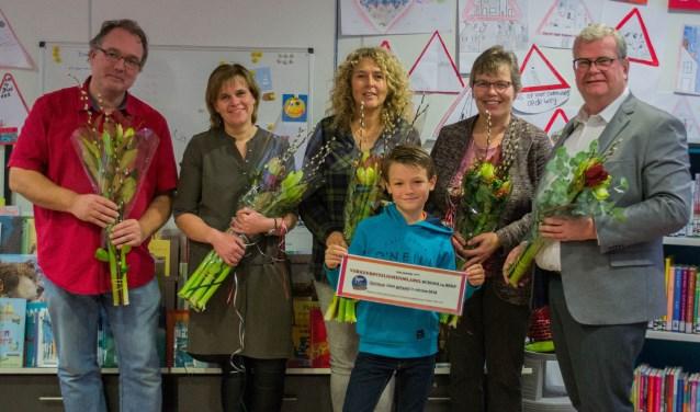 School op SEEF, de verkeersmoeders, de wethouder en de voorzitter van de kinderraad zijn erg blij met de herlabeling