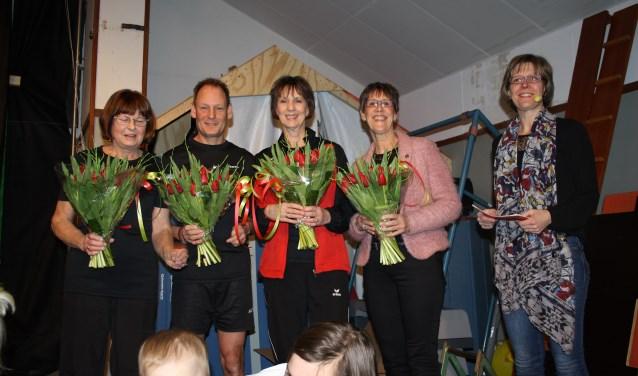 De vier jubilarissen in het zonnetje gezet, alle vier voor 50 jaar lid van de KNGU: Sien Bout, Arina de Vries, Erwin Bout en Plona Nanuru