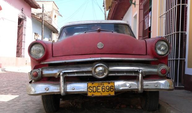 Het straatbeeld wordt nog beheerst door hoog bejaarde Amerikaanse auto's uit de jaren 50,(Foto: Kees Terlouw)