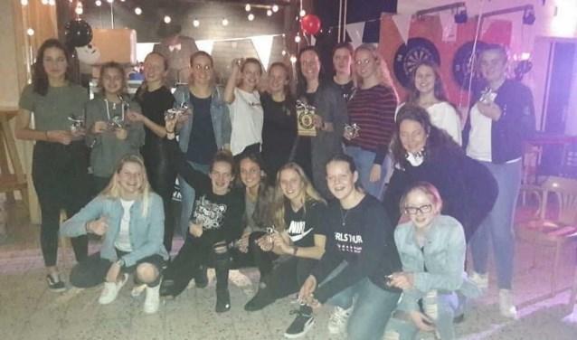 Groot feest voor de Meiden van Nieuwenhoorn