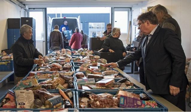 De Voedselbank Brielle krijgt door een voorstel van de raad een hogere bijdrage van de gemeente Westvoorne (archieffoto Jos Uijtdehaage)