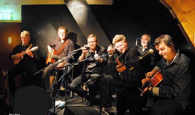 De zeskoppige Zeeuwse Blues- en rootsband Champagne Charlie viert dit jaar het dertigjarige bestaan.