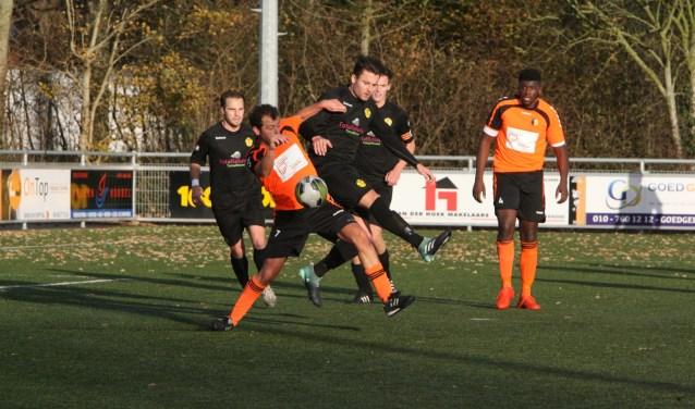 Ivane Matale scoorde de 3-2 voor Rockanje in het duel met IJVV De Zwervers. * Archieffoto: Wil van Balen.