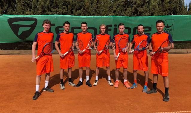Deze mannen gaan voor handhaving in de Eredivisie tennis de komende weken voor LTC Spijkenisse.