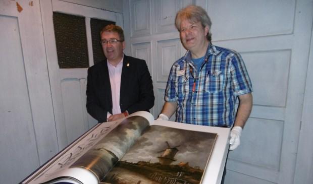 Het enorme kunstboek is  in de bibliotheek in te zien.