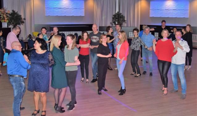 Salsa dansen is niet alleen bewegen op muziek, maar geeft ook ontspanning en veel plezier.
