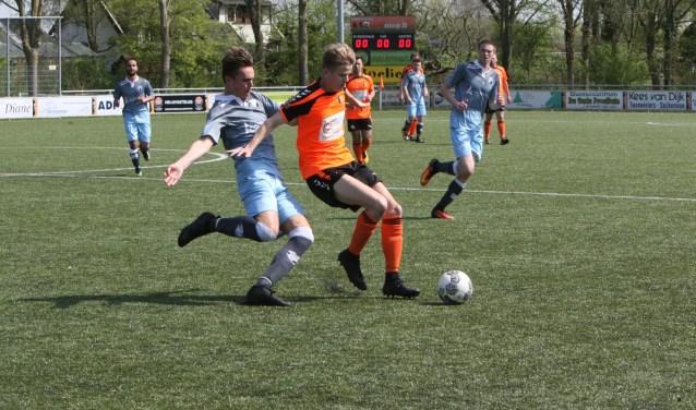 Jeffrey Burger verzilverde een strafschop voor Rockanje. * Archieffoto: Wil van Balen.
