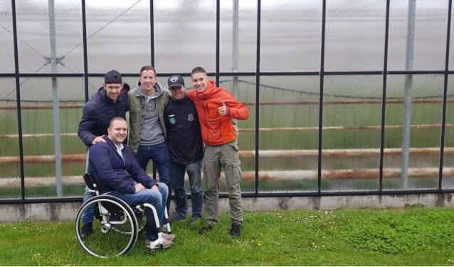 Luc, Brian, Pieter, Tim en Nick zijn als organisatoren klaar voor de eerste Mudrun van Vierpolders.