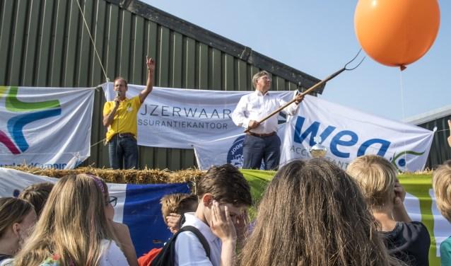 Brielles burgemeester Gregor Rensen opende vorige week donderdag officieel de zestiende Poldersportdag in Tinte. * Fotografie: Jos Uijtdehaage.