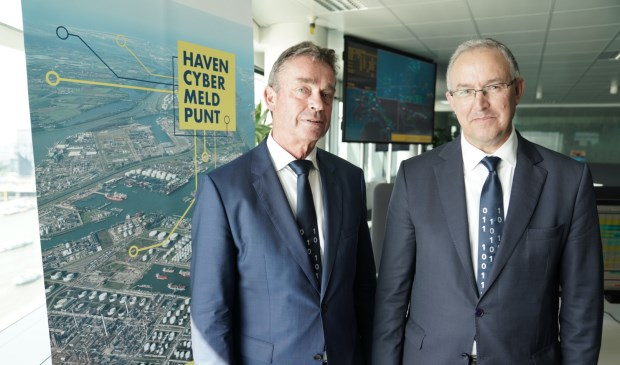René de Vries en burgemeester Aboutaleb openen het Haven Cyber Meldpunt.