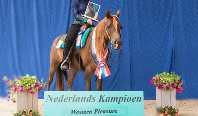 De Brielse amazone Canisia Romani is western riding kampioene van Nederland 2018 .