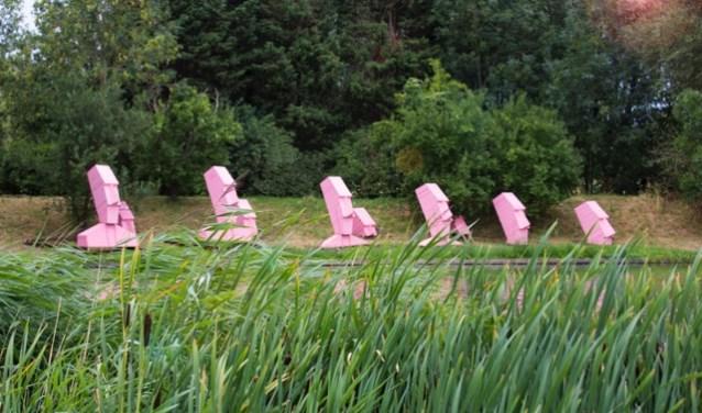 Afvalhout is gebruikt om de vergankelijkheid, maar ook recupereerbaarheid van de mens en zijn omgeving te benadrukken - foto Edith Schoo