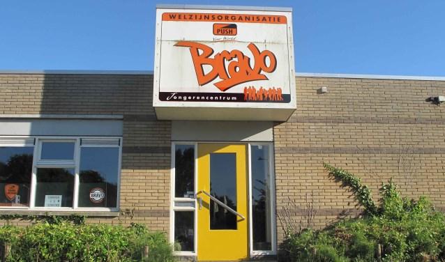 Jeugd tussen 16 en 18 jaar: voor jongerencentrum Bravo eigenlijk al een beetje te oud, voor het café nog te jong..