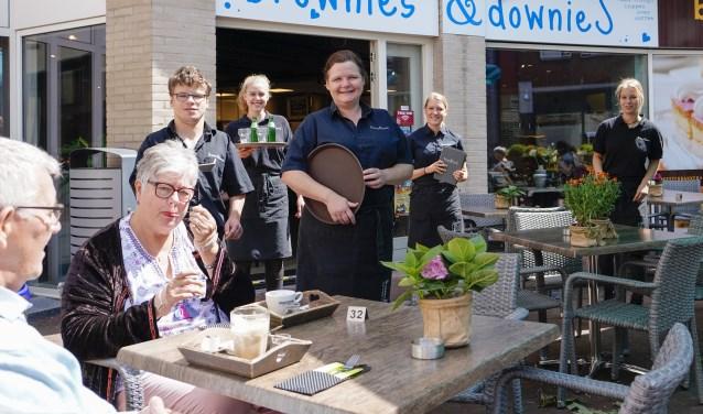 Geniet op het terras bij Brownies & downieS. Foto: Foto-OK.nl