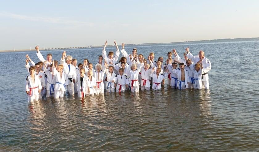 Judoclub Ichikan sloot vorige week vrijdag een mooi seizoen af op het strand van Rockanje.