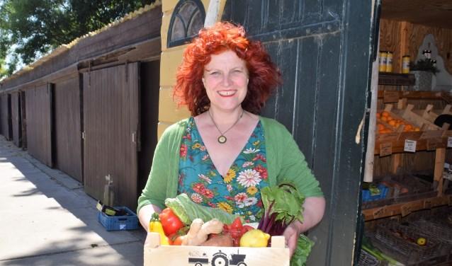 Yvonne Romein met een Koekendorpse Krat