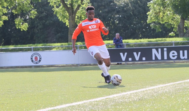 Claudio Santos Silva tekende voor de 1-1 van Brielle tegen Meeuwenplaat. * Archieffoto: Wil van Balen.