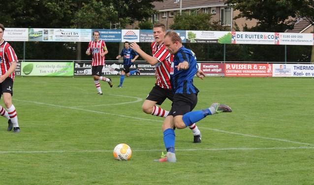 Glenn Stoffers scoorde voor Vierpolders in het bekerduel tegen MVV '27. * Foto: Wil van Balen.