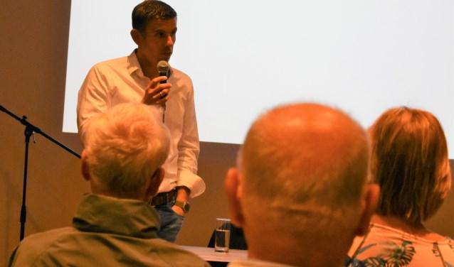 Jeroen van Leeuwen presenteerde zijn plan voor 'een logiesgebouw met allure van zes verdiepingen inclusief ruimte voor vermaak'. Foto: (WB)