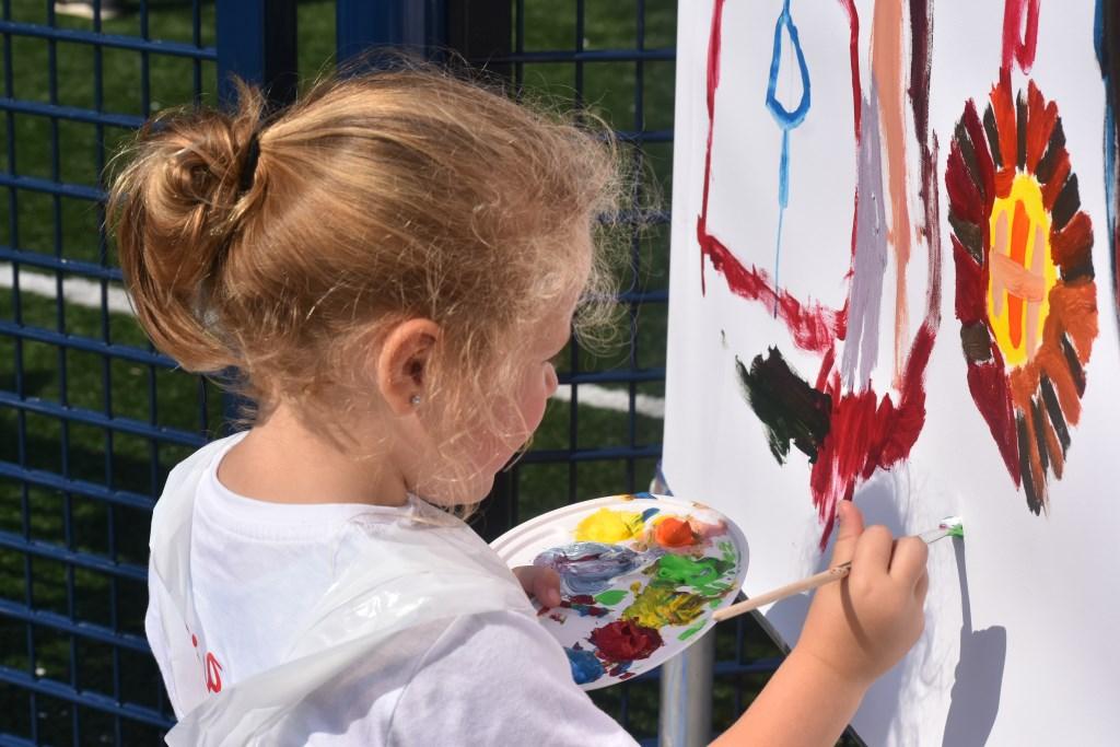 Er werd die middag gewerkt aan een enorm schilderij.  © Groot-Westland.nl