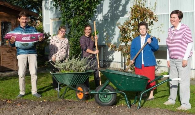 Cliënten van Het Werkpalet gaan elke woensdag aan de slag in de tuin van De Kreek.