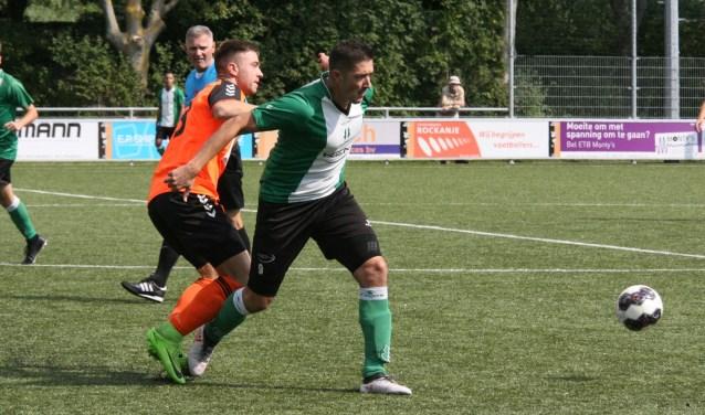 Aanwinst Wouter Besters scoorde twee keer voor OVV In het bekerduel bij Rockanje. * Foto: Wil van Balen.
