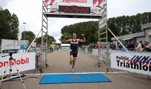 Niels Bajet kwam zaterdag als snelste bij de Run bike run die de triathlon verving.