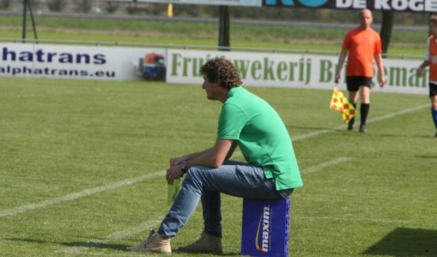 Trainer Paul Bestebreur heeft in zijn tweede seizoen bij Vierpolders een luxeprobleem * Archieffoto: Wil van Balen.