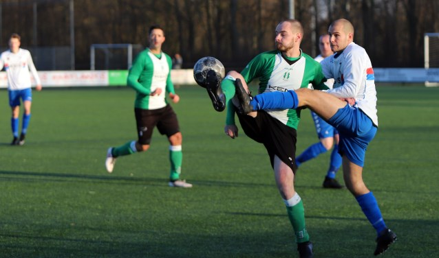 SC Botlek kwam slecht uit de winterstop. De ploeg van Arjan Vuik verloor de strijd met zijn broer Rob van OVV, 0-4.