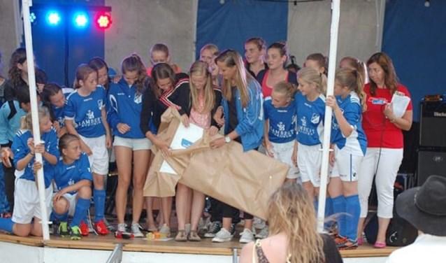 De meiden van DBGC haalden bij de vorige editie ruim 800 Euro op.