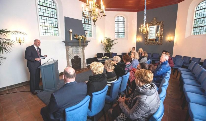 Wethouder Varekamp opende de vernieuwde trouwzaal.