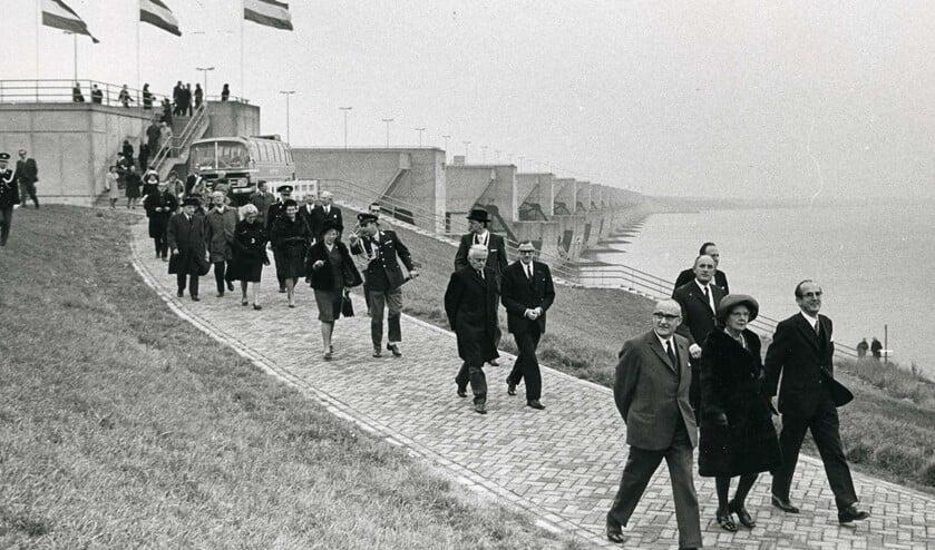 Koningin Juliana tijdens de opening van de Haringvlietdam
