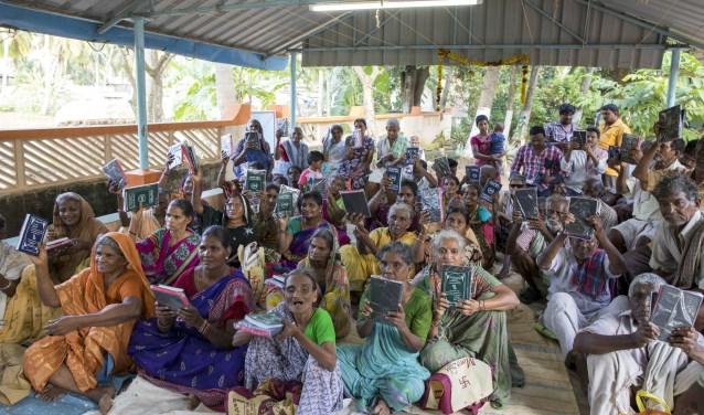 Er is toenemende vraag naar Bijbels om te verspreiden onder anders-gelovigen, zoals hindoes en moslims.