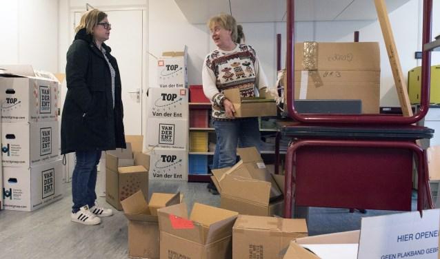 Donderdag en vrijdag hadden alle leerlingen vrij en verhuisden personeel en verhuizers spullen terug naar Rockanje (foto Jos Uijtdehaage)