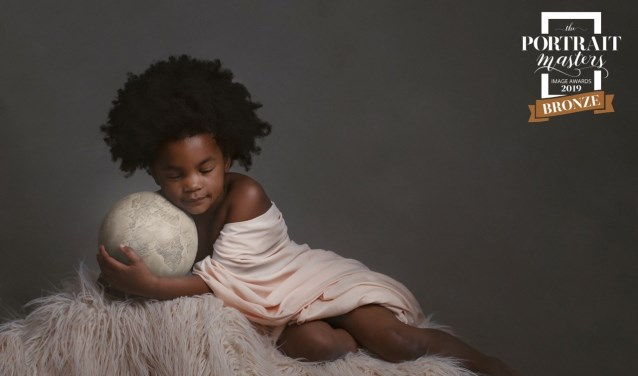 De Flakkeese Tamara de Groot-Verweij van MyObjective Fotografie creëert daarom graag haar bijzondere FineArt portretten.