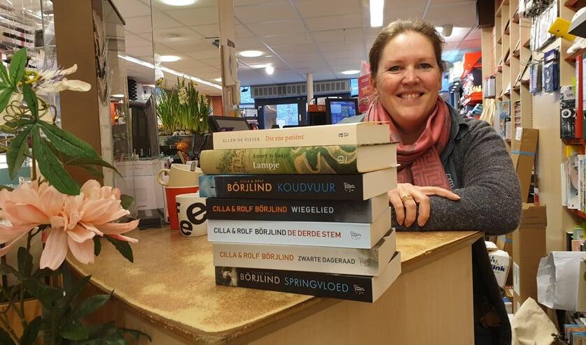 Heleen van Esbroek van boekhandel Dekker & van Esbroek geeft eens in de maand tips over een drietal boeken; een non-fictie, een fictie en een kinderboek.
