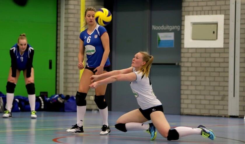 De dames van Spivo deden zaterdagavond in sporthal Den Oert goede zaken tegen VCN 3. Fotografie: Peter de Jong