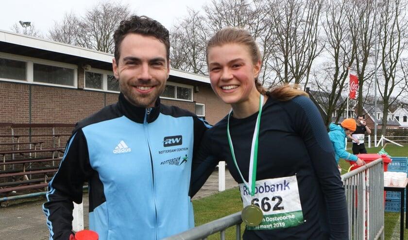 Marco van Etten en Sanne Mooldijk waren de winnaars op de 21,1 kilometer van de 'Halve van Oostvoorne'.  (Foto: Wil van Balen).
