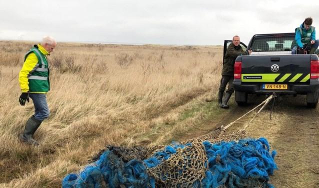 Door samenwerking van verschillende natuurorganisaties is het net op het strand van de Kwade Hoek losgetrokken.