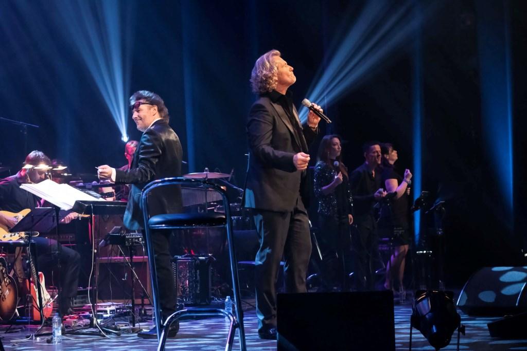 Tijdens het concert wordt Ger begeleid door een groot orkest. Foto: Daniek Alblas. Foto: Daniek Alblas © GrootNissewaard.nl