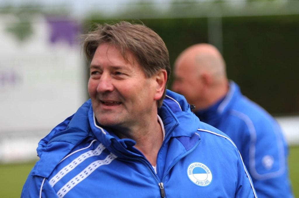 Aad Andriessen moet de kar trekken tot de nieuwe trainer bekend is. Foto: Peter de Jong © Voorne-putten.nl