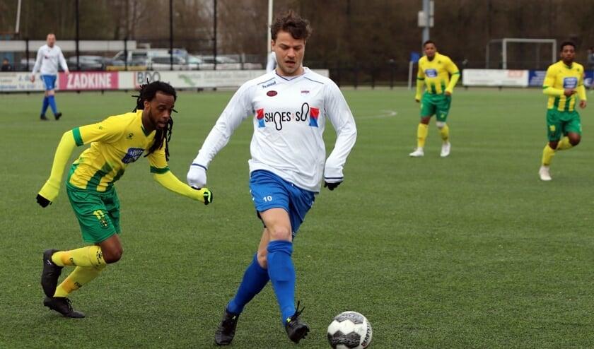 Jordy de Winter ontving in het duel met Rijnmond Hoogvliet Sport al na zeven minuten een rode kaart.