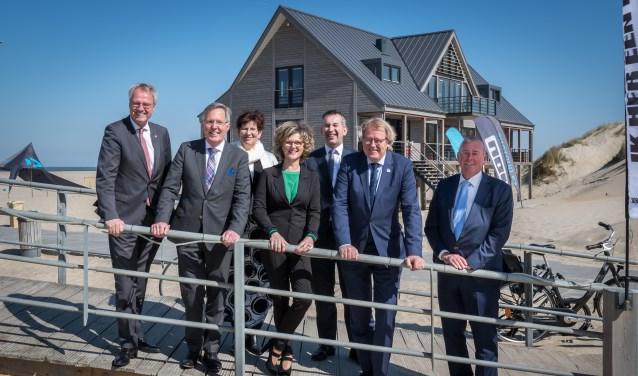 Burgemeester Ada Grootenboer-Dubbelman en burgemeester Gerard Rabelink twee commissarissen van de Koning. (Foto: Wim van Vossen)
