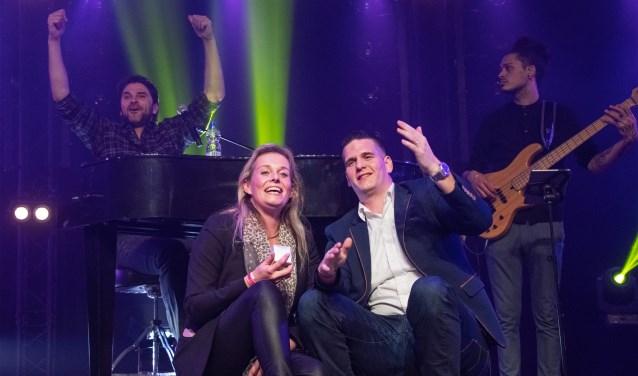Zanger Tino Martin was een van de smaakmakers op de Hollandse (vrijdag) Avond bij Rockanje Live. (Foto: Jos Uitdehaage).