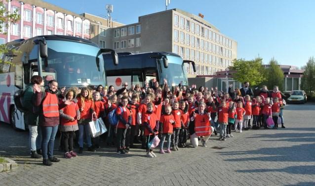 Burgemeester Van Oosten zwaaide de turners uit. Foto: Marja de Wit