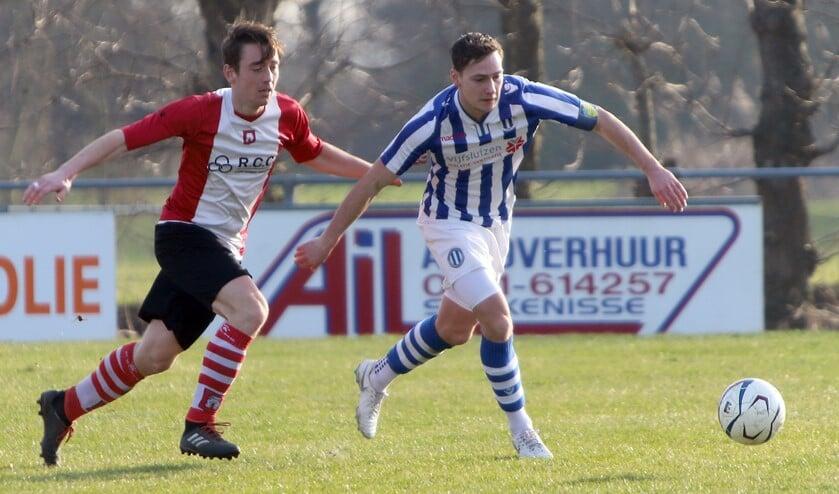 Danny van der Spuij scoorde voor Zwartewaal in de uitwedstrijd bij Herkingen '55. (Archieffoto: Peter de Jong).