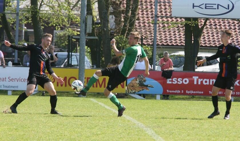 Pascal van Hulst scoorde twee keer voor OVV en bracht zijn seizoens- totaal op dertien treffers. (Foto: Wil van Balen)